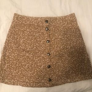 Floral mini skirt with buttons
